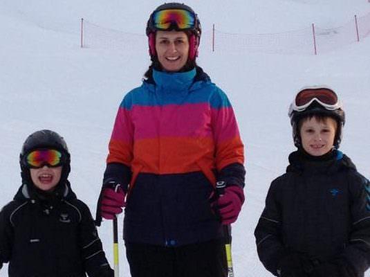 Familie på sktiur i Hafjell