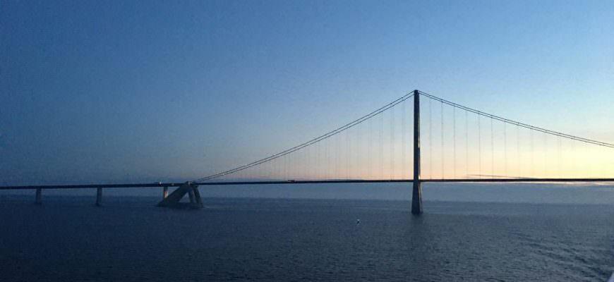 Storebæltsbroen i solopgang